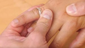 кольцо не снимается с пальца