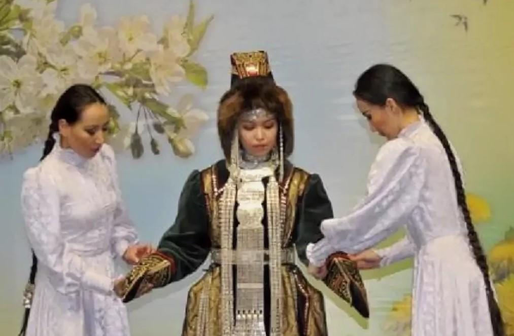 садебные костюмы якуты 3