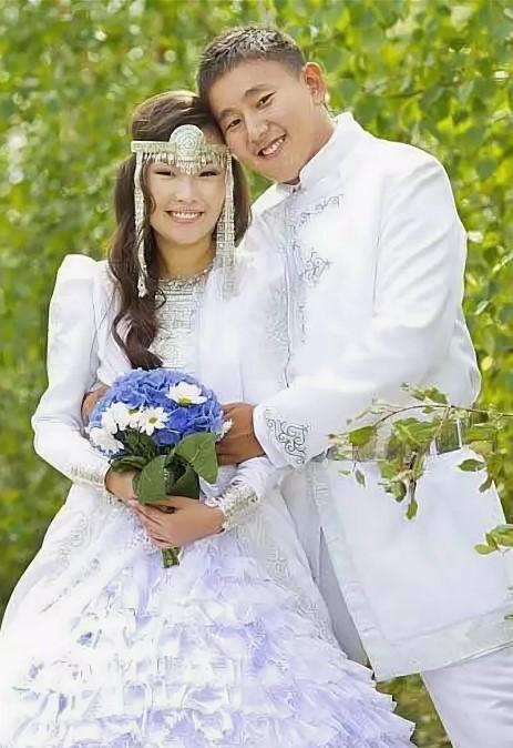 свадебные костюмы якуты современные