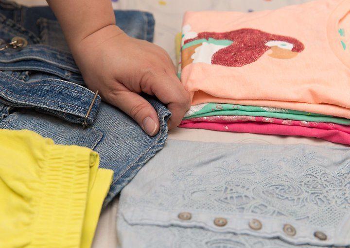 складывать одежду на изнанку