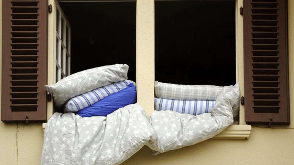 почему нельзя выбрасывать подушку