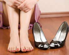 Как носить туфли на босу ногу, чтобы они не натирали