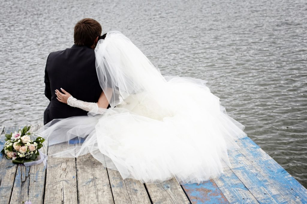 Почему невеста в белом, а жених в чёрном