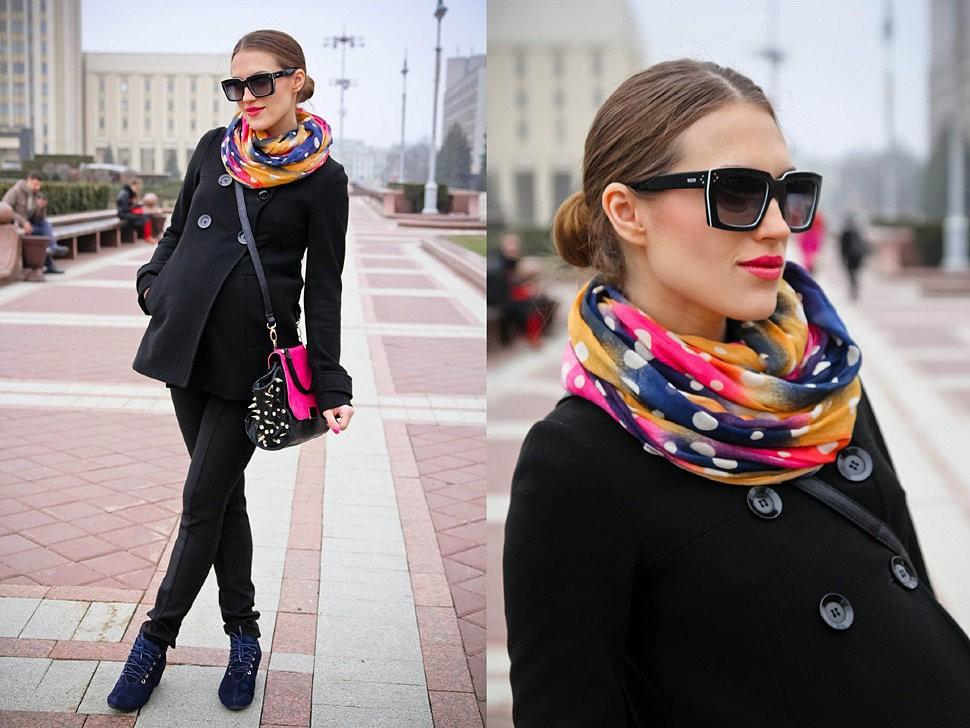 Модный образ с пальто и цветным шарфом