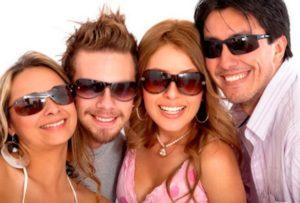 семья в очках полароид