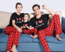 семья в пижамах