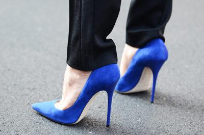 синяя женская обувь