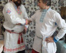 Почему украинцы носят вышиванки, а русские не носят косоворотки