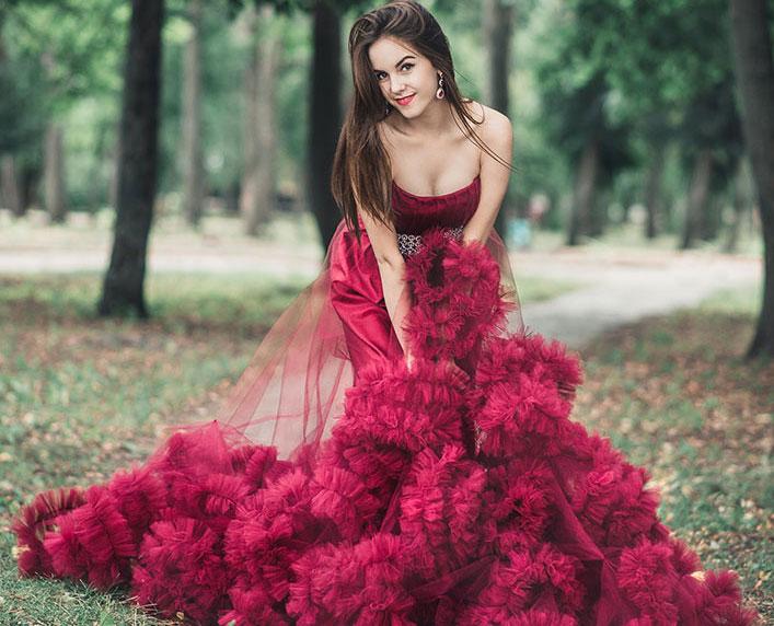 в роскошном платье