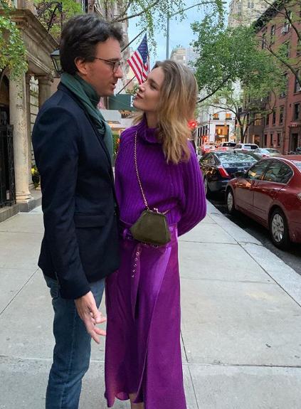 с мужем на улице