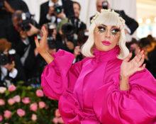 Зачем Леди Гага надела сразу три платья