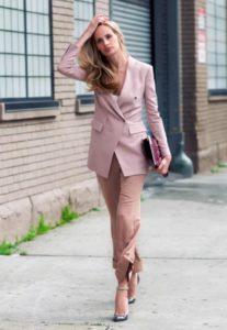 30 лет костюм розовый
