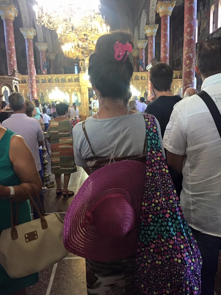 Православные гречанки не одевают в храм платок