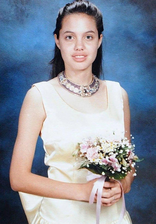 Анджелина Джоли на выпускном