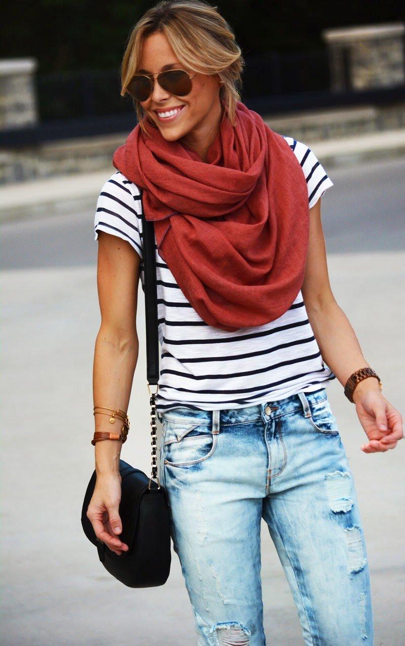 с шарфом