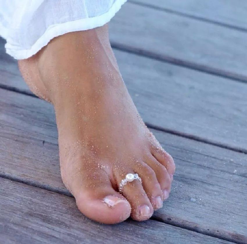 кольцо на пальце на ноге