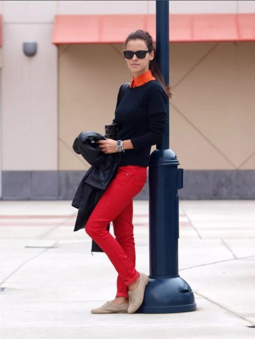 красный куртка