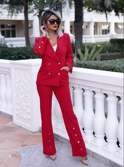 красный с белой блузкой