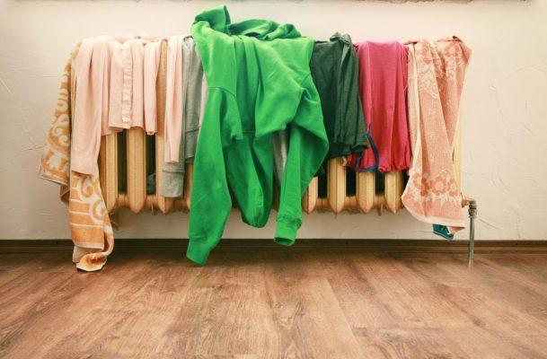 Как правильно сушить одежду, чтобы потом её не гладить