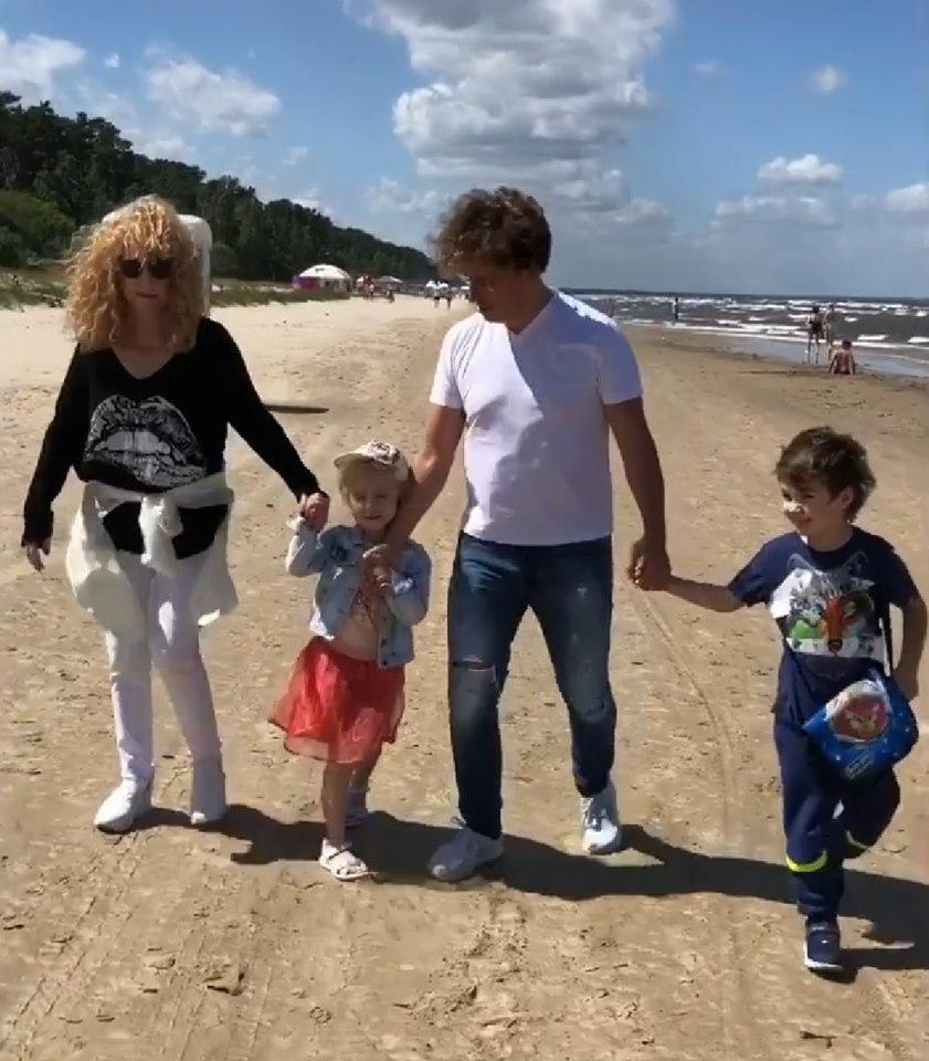 с детьми на море
