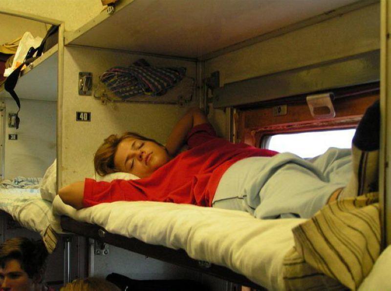 в чем спать в поезде