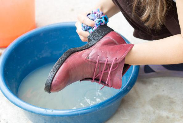 Можно ли мыть обувь старой зубной щёткой