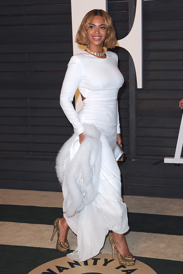 с белым платьем