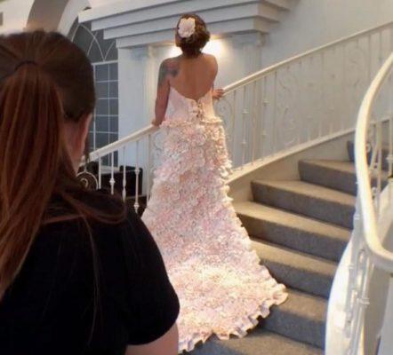 Девушка сделала свадебное платье из варёной туалетной бумаги