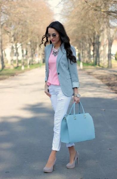 серо-голубой пиджак и розовая блузка