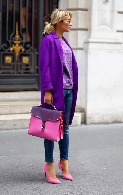 фиолетовое пальто и сиреневый джемпер