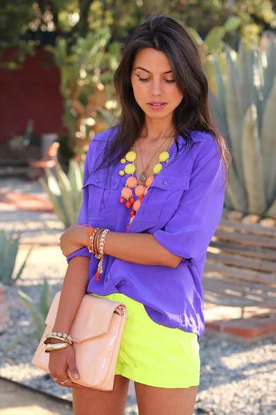 сиреневый цвет с желтым в одежде