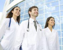 Почему врачи ходят в белых халатах