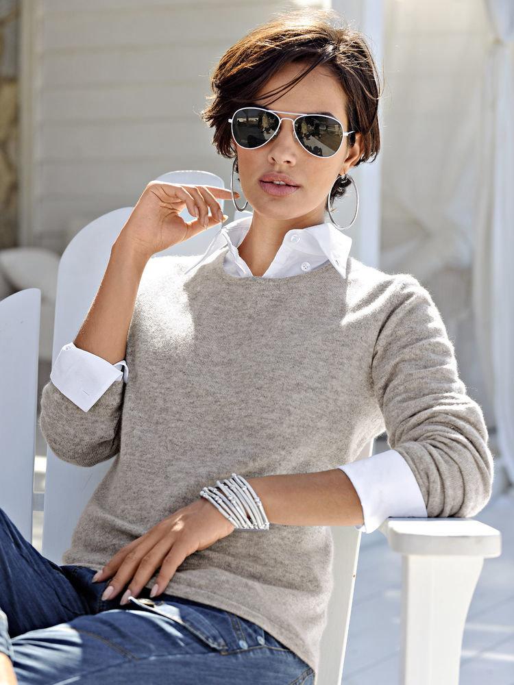 Как женщине стильно выглядеть в рубашке со свитером