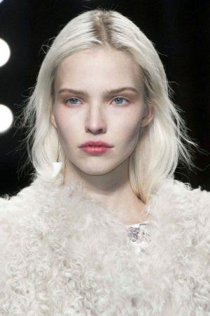 Какой цвет одежды подчёркивает «аристократическую» бледность