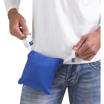 Как сложить ветровку в карман