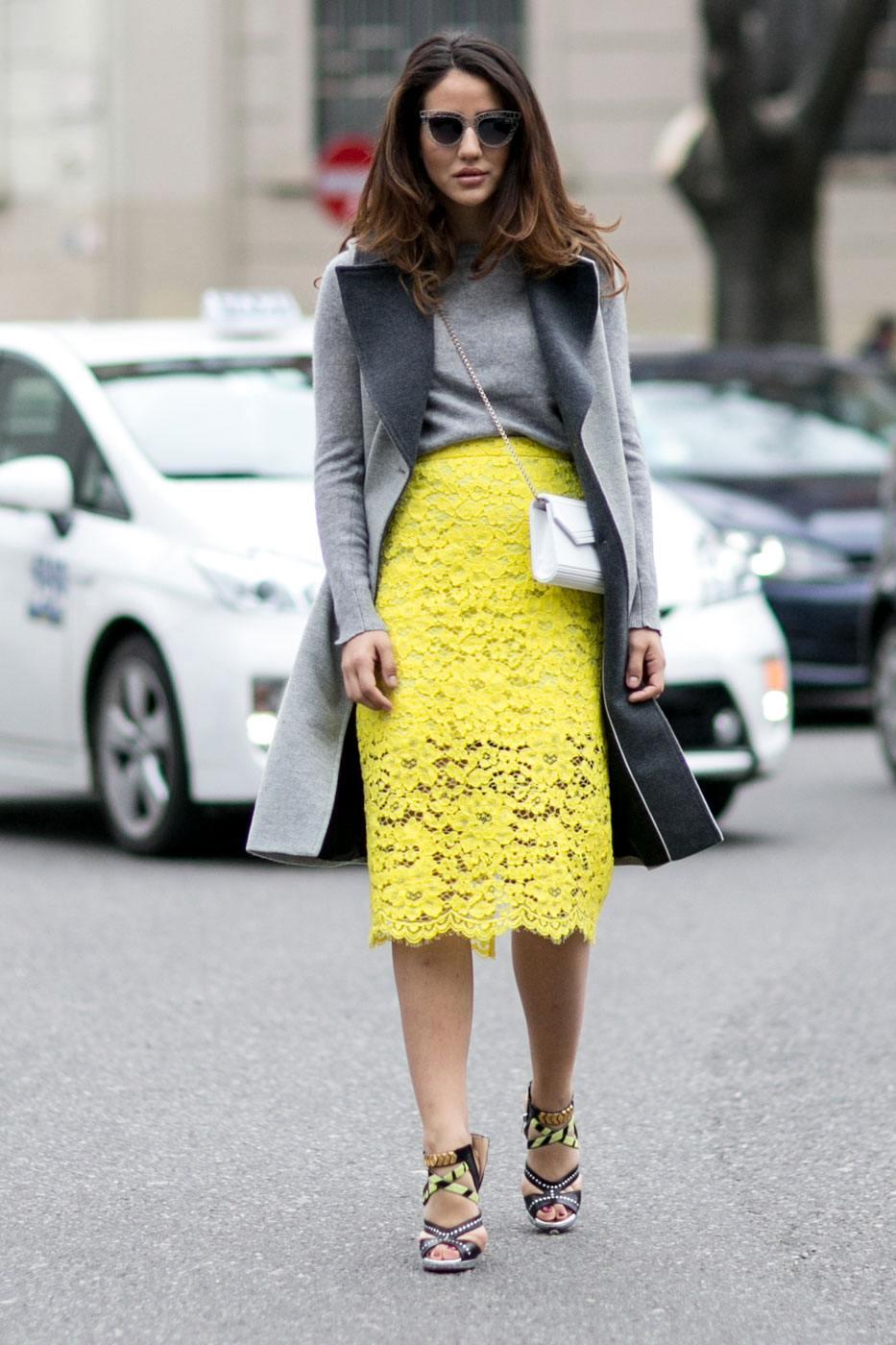 Сочетание желтого и серого в одежде