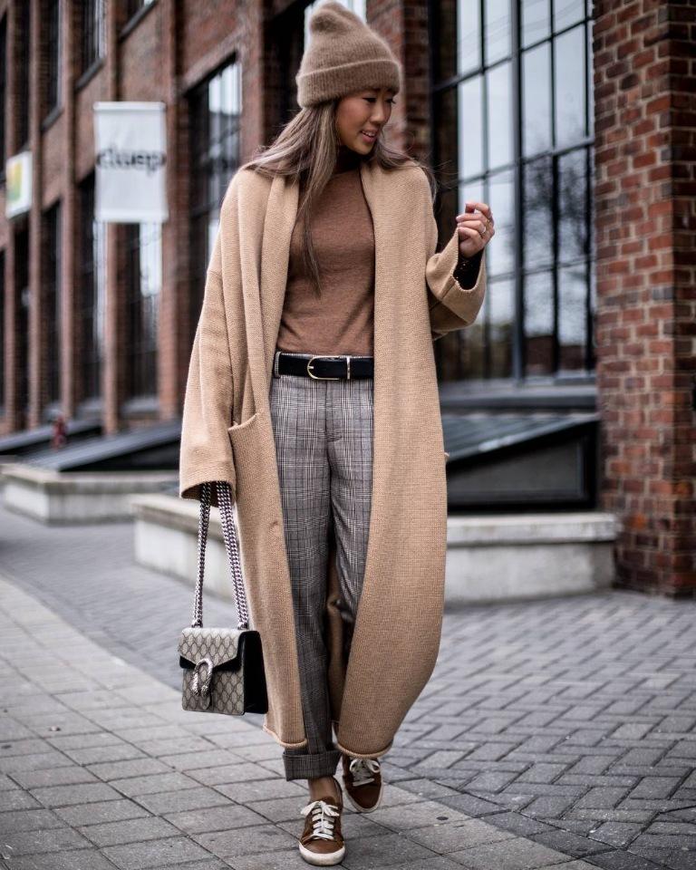 с длинным пальто