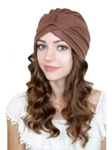 Девушка с чалмой на голове