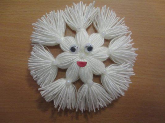 Как сделать снежинку из шерстяных ниток