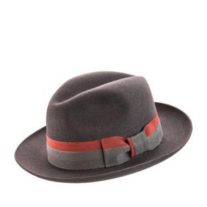 Шляпа из фетра, украшенная лентой