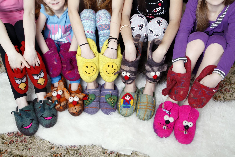 В чём ходить дома: в тапках или в носках