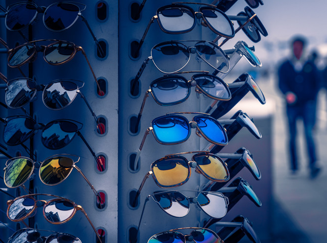 очки на стенде