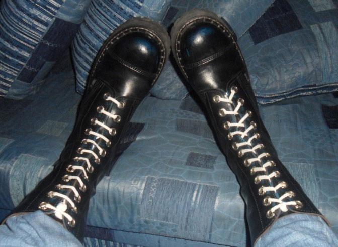 белые шнурки на берцах