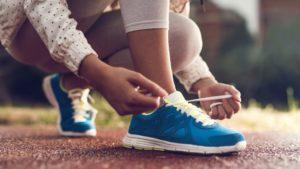 как завзать шнурки на кроссовках