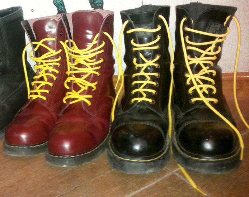 желтые шнурки на берцах