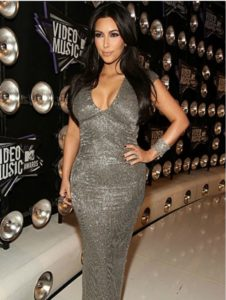 kim-kardashian-elbise-modelleri-7