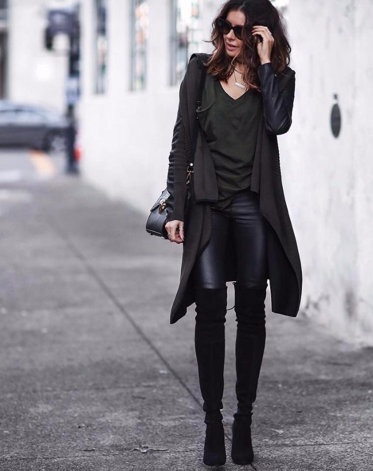 Замшевые чёрные ботфорты.