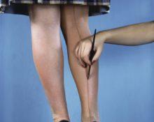 Зачем советские женщины рисовали на ноге шов