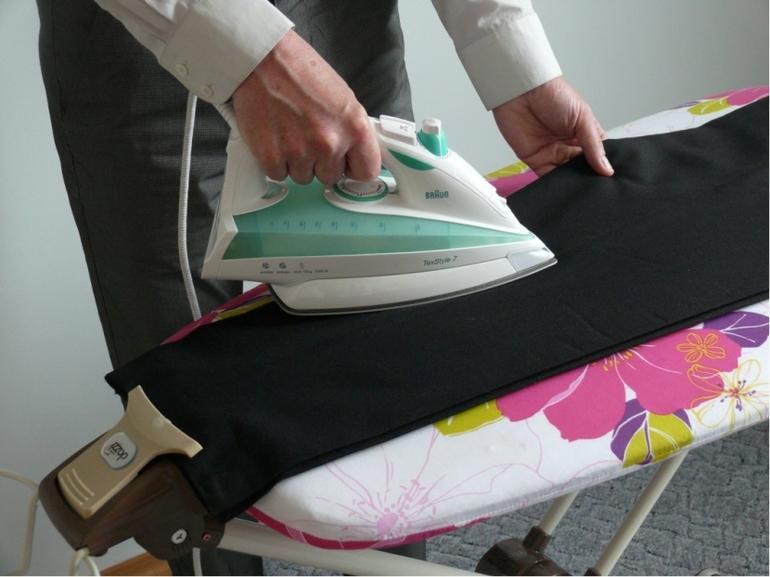 как убрать блеск со штанов на попе