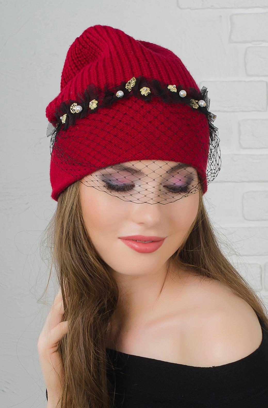 шапка с декором